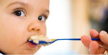Diversificarea alimentatiei la sugar – cand este momentul oportun